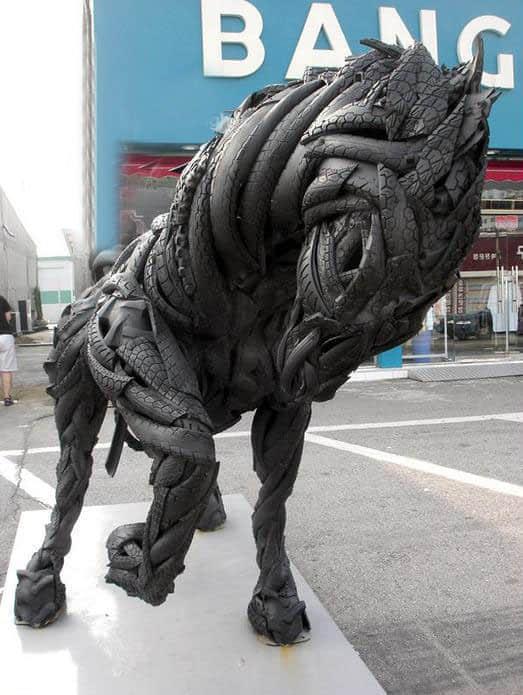 5张惊人的轮胎雕塑艺术照片