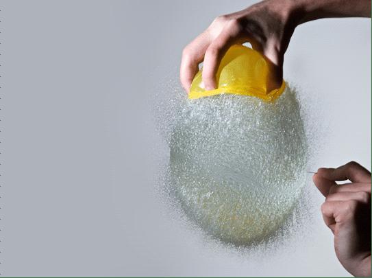 12张有趣的水球瞬即被刺破的照片