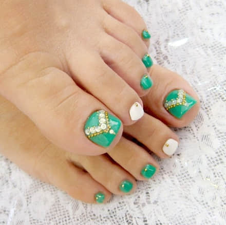 pedicure-nail-art-designs-for-fall-0