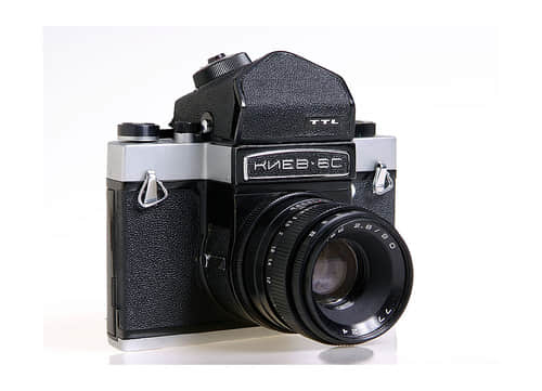 30多岁老底片相机与26岁年轻摄影师的梦幻超现实人像创作 摄影技术  design information