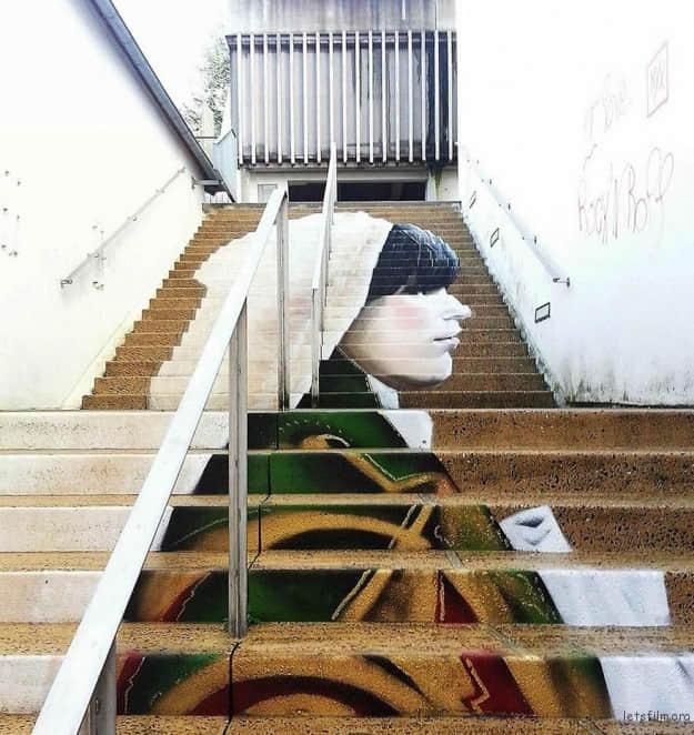 """城市街头艺术之""""楼梯的生命力"""""""