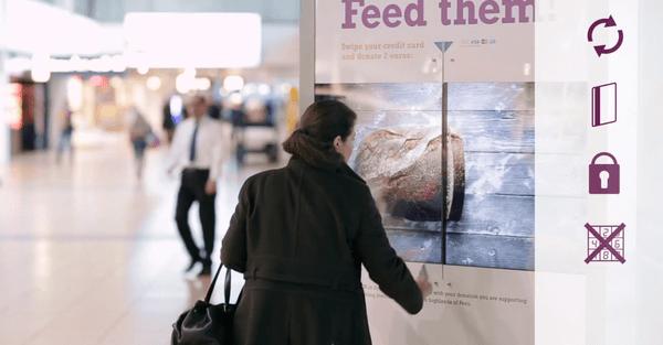 优秀的创意公益广告欣赏《自助刷卡捐款机》