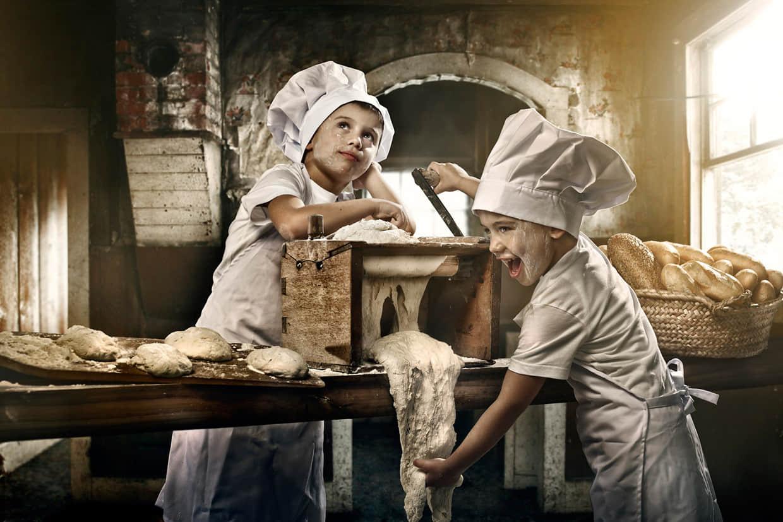 童趣摄影艺术「人小志气高」的面包品牌年历摄影