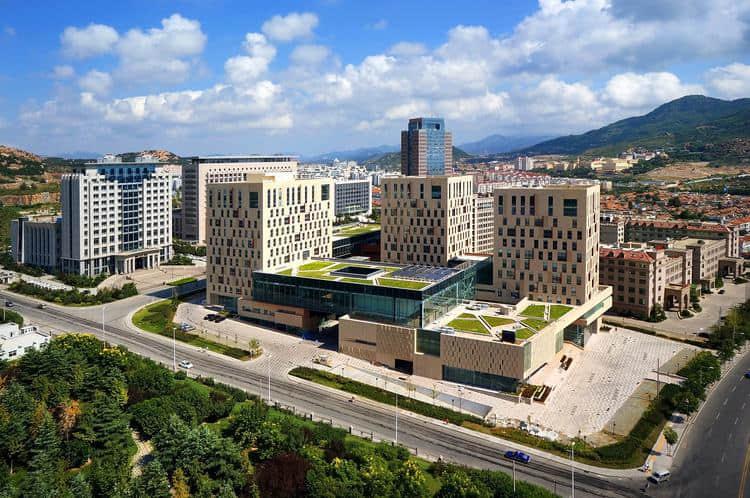 中国青岛崂山区市民文化中心完工造型神似魔方 - 【中国前沿建筑设计】