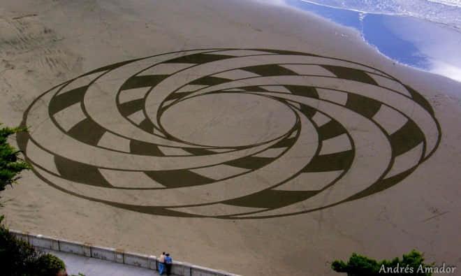 国外海滩沙画艺术欣赏