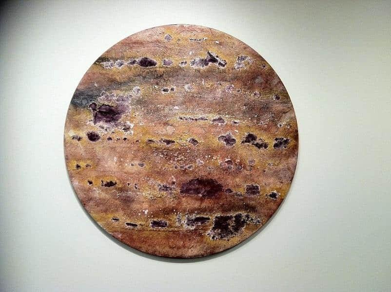 令人深思的人造现代化石展览