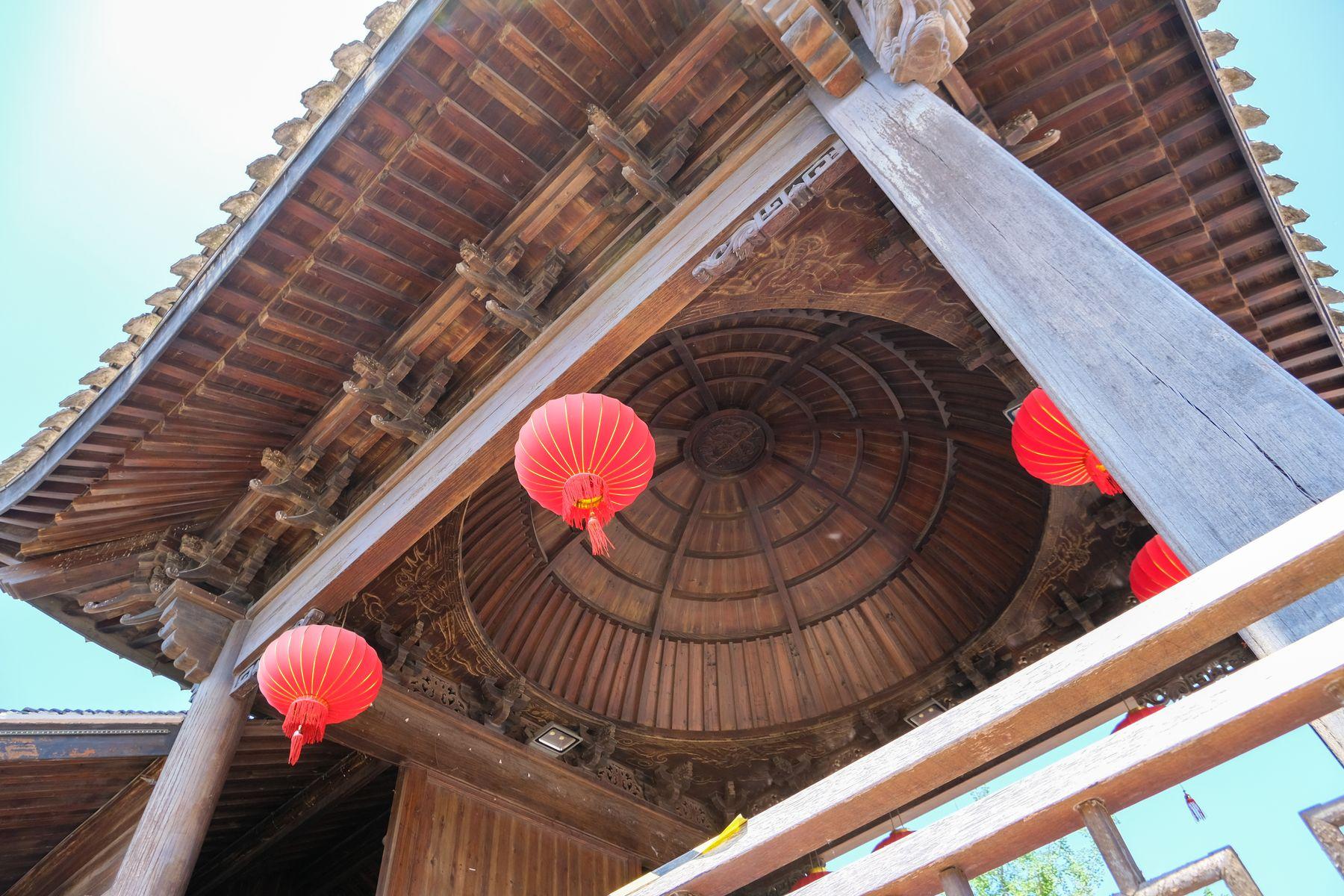 晚清戏台木建筑、红灯笼PS照片素材(免费商用照片下载,6240X4160 像素)