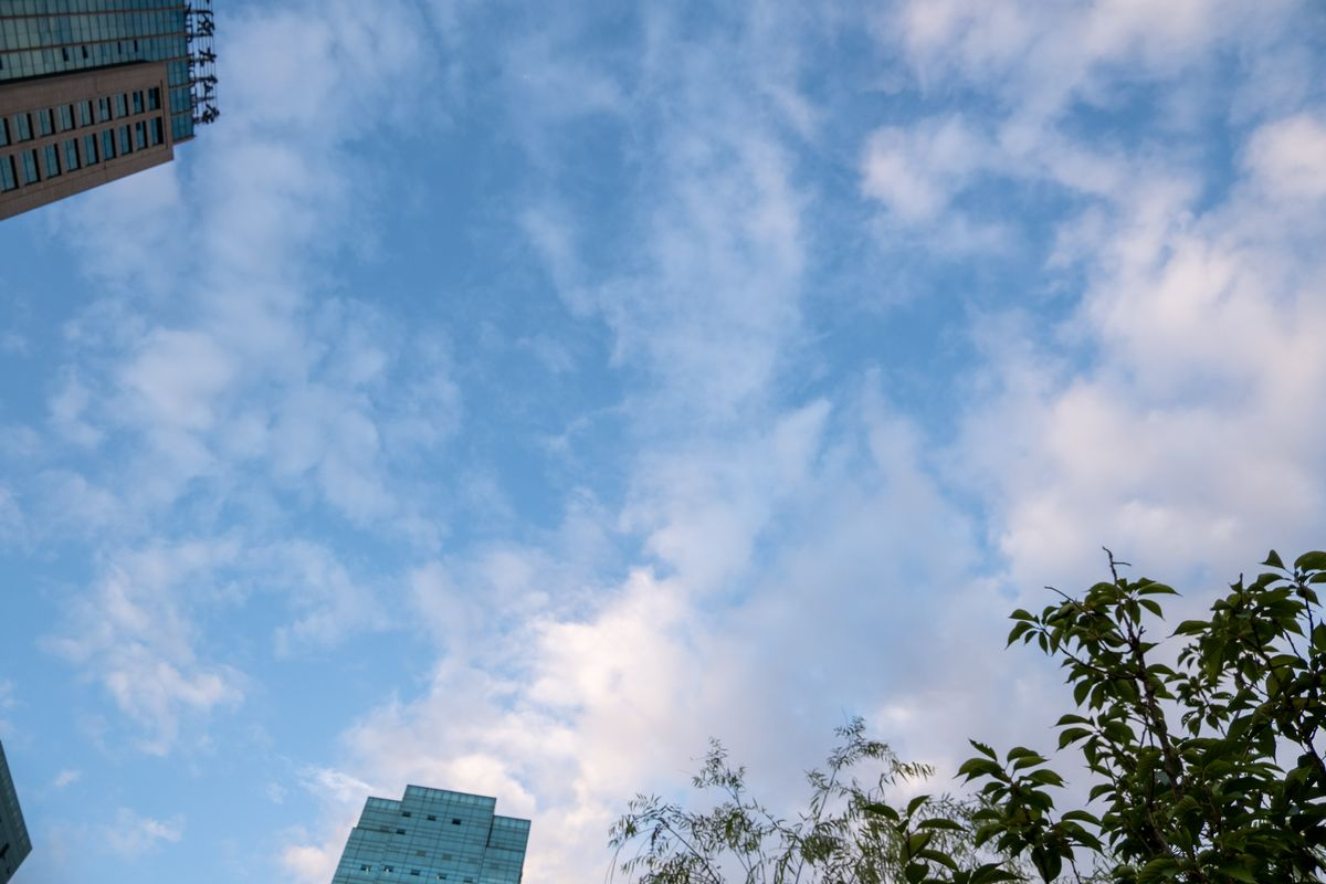 楼宇与蓝天照片,免费正版可商用图片下载