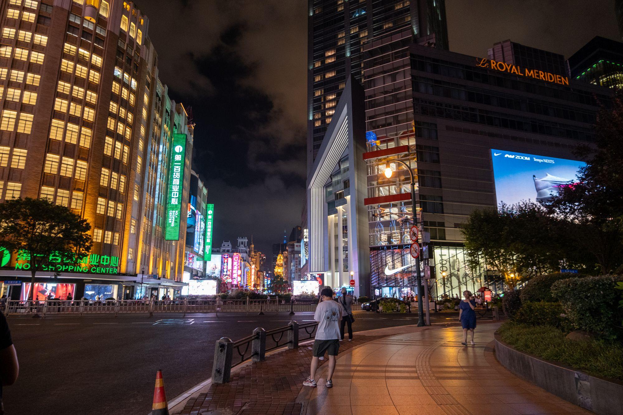 上海南京步行街道夜景照片  -  高清免费正版图片下载