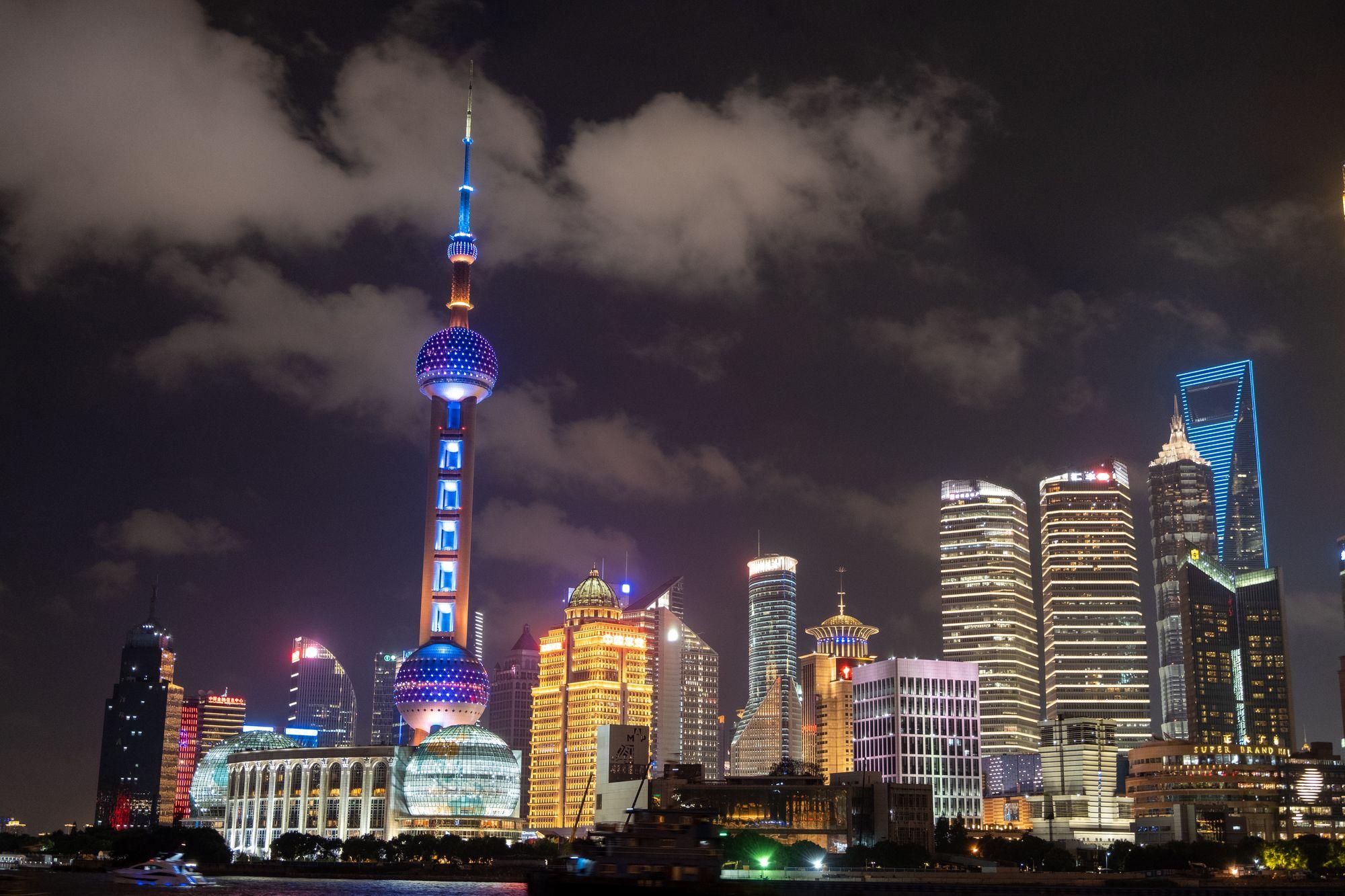 上海外滩东方明珠夜景照片  - 免费正版图片下载