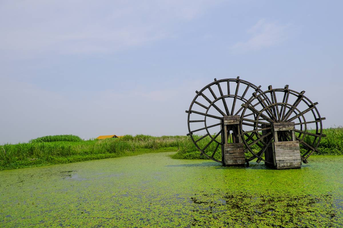 湖塘水车、水塘水车背景照片下载