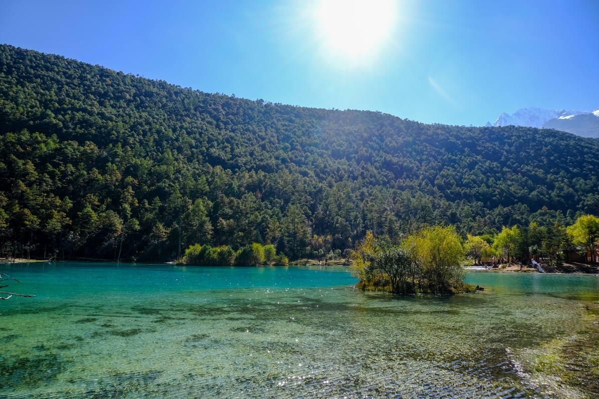 蓝月湖、蓝月谷湖面风景照片